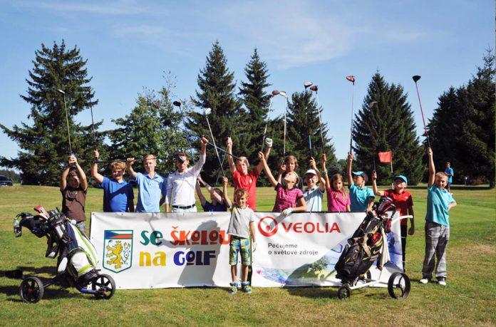 Co je projekt Se školou na golf