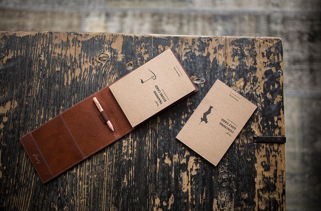 Luxusní kožený obal na scorekartu s monogramem